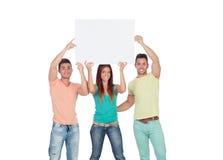 Grupo de gente joven con un cartel en blanco Foto de archivo