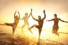Amigos felices en verano Imagen de archivo libre de regalías