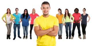 Grupo de gente joven de los amigos aislada en blanco imagenes de archivo