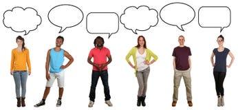 Grupo de gente joven que dice la opinión con la burbuja y la copia del discurso