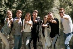 Grupo de gente joven que señala en usted imágenes de archivo libres de regalías