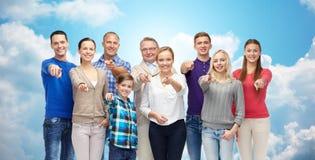 Grupo de gente sonriente que señala el finger en usted Imágenes de archivo libres de regalías