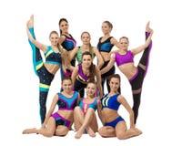 Grupo de gimnastas bastante de sexo femenino, aislado en blanco Imagen de archivo libre de regalías