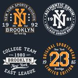 Grupo de gráfico de New York para o t-shirt Projeto original da roupa Cópia da tipografia do vintage para o fato Vetor ilustração stock