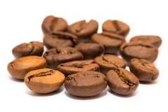 Grupo de granos de café del primer de los granos de café macros Imagenes de archivo