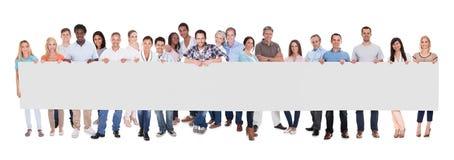 Grupo de hombres de negocios con una bandera en blanco Imagen de archivo libre de regalías