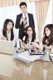 Grupo de hombres de negocios de la discusión imagen de archivo