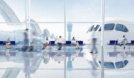 Grupo de hombres de negocios en el aeropuerto Foto de archivo libre de regalías