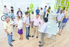Grupo de hombres de negocios en la oficina Foto de archivo libre de regalías