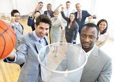 Grupo de hombres de negocios en la oficina Fotos de archivo libres de regalías