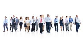 Grupo de hombres de negocios grande el caminar Imagenes de archivo