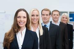 Grupo de hombres de negocios jovenes acertados Fotografía de archivo libre de regalías