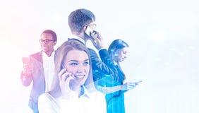 Grupo de hombres de negocios diverso con los teléfonos imágenes de archivo libres de regalías