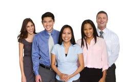 Grupo de hombres de negocios diverso que sonríen aislado en blanco foto de archivo libre de regalías