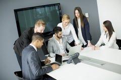 Grupo de hombres de negocios en una reunión Fotos de archivo libres de regalías