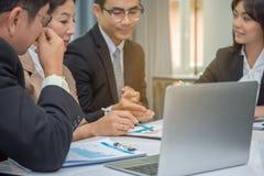 Grupo de hombres de negocios de la reunión de planificación fotos de archivo