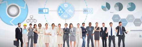 Grupo de hombres de negocios que se colocan delante de fondo de las cartas de funcionamiento de las estadísticas ilustración del vector