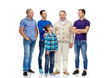 Grupo de hombres y de muchacho sonrientes Imagen de archivo