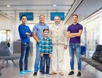 Grupo de hombres y de muchacho sonrientes Fotografía de archivo