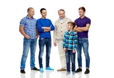 Grupo de hombres y de muchacho sonrientes Imagenes de archivo