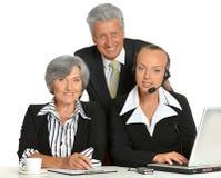 Grupo de homem de negócios com portátil Fotos de Stock Royalty Free