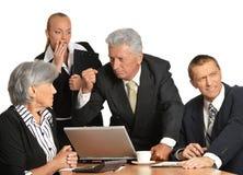 Grupo de homem de negócios com portátil Imagem de Stock