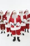 Grupo de homens vestidos em Santa Claus Outfits fotos de stock