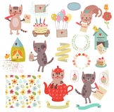 Grupo de ilustrações bonitos e de caráteres Gatos, pássaros, teste padrão floral, letra Fotos de Stock Royalty Free