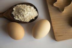 Grupo de ingredientes usados cozendo foto de stock