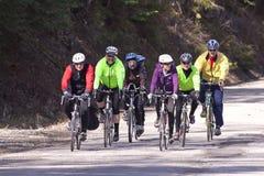 Grupo de jinetes de la bici. Foto de archivo