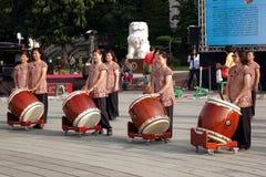 Grupo de jugadores femeninos de la percusión Fotografía de archivo libre de regalías