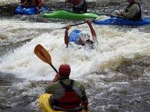 Grupo de kajaks del río Foto de archivo libre de regalías