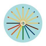 Grupo de lápis coloridos isolados no fundo azul Engrena o ícone Foto de Stock