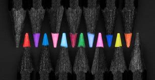 Grupo de lápis pretos coloridos bonitos Fotografia de Stock Royalty Free