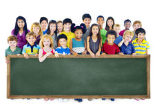 Grupo de la amistad de la diversidad de concepto de la pizarra de la educación de los niños Fotografía de archivo libre de regalías
