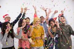 Grupo de la danza y del partido de gente asiática Foto de archivo libre de regalías