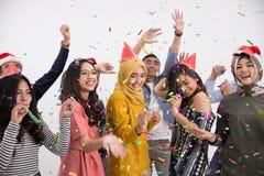 Grupo de la danza y del partido de gente asiática Imagen de archivo libre de regalías