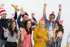 Grupo de la danza y del partido de gente asiática Foto de archivo