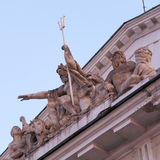 Grupo de la escultura en el edificio de la bolsa de acción, St Petersburg Fotografía de archivo