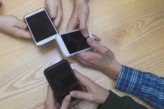 Grupo de la mano con el móvil fotografía de archivo