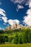 Grupo de la montaña de Cristallo cerca de Cortina d'Ampezzo, Italia Imagen de archivo