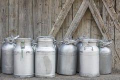 Grupo de latas do leite do vintage Foto de Stock