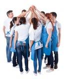 Grupo de limpiadores que hacen gesto del alto cinco Fotos de archivo