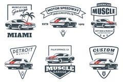 Grupo de logotipo clássico, de emblemas, de crachás e de ícones do carro do músculo ilustração do vetor