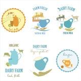 Grupo de logotipo da exploração agrícola de leiteria, etiqueta colorida da exploração agrícola do leite Imagem de Stock Royalty Free
