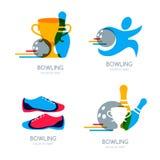 Grupo de logotipo, de ícones e de símbolo coloridos do boliches Bola de boliches, pinos de boliches e ilustração das sapatas Imagem de Stock
