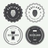 Grupo de logotipos da cerveja e do bar do vintage, de etiquetas e de emblemas com bottl Fotografia de Stock