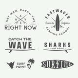 Grupo de logotipos surfando do vintage, emblemas, crachás, etiquetas ilustração royalty free
