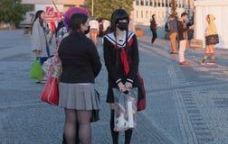 Grupo de los visitantes, chicas jóvenes con la mascarilla negra Fotografía de archivo libre de regalías