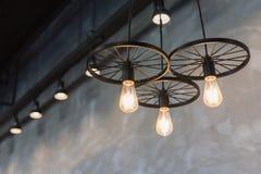 grupo de luces de la ejecución en cafetería Imagenes de archivo